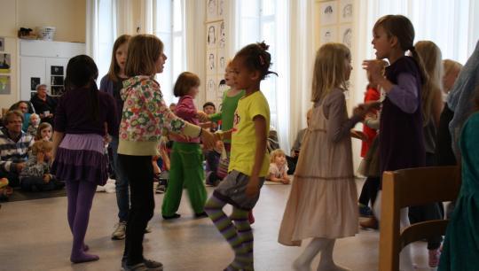 I sammenspils-og sangundervisningen vil der blive taget udgangspunkt i danske sange.