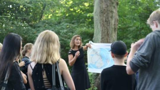 Klassen besøger forskellige hemmelige steder under deres besøg på Vestvolden!
