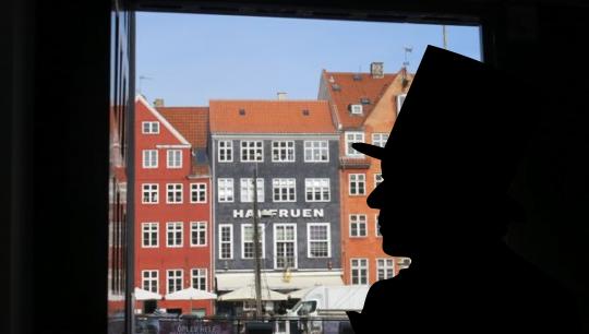 Silhouet af HC Andersen i portåbning