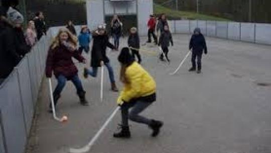 Ude-hockey på Legepladsen i Hans Tavsens Park - Vest